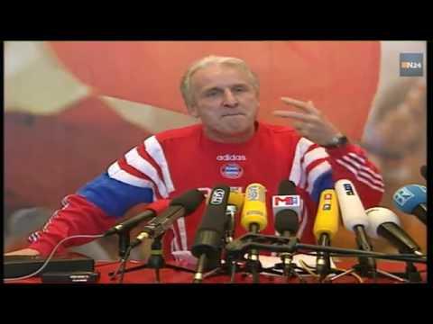 Entrevista legendaria en aleman a un entrenador de futbol italiano